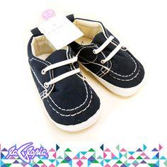 Los primeros #zapatos de los #bebés son solo de decoración. Por esta razón, se suele elegir modelos más parecidos a los de muñecos 3er.Piso #ReciénNacidos