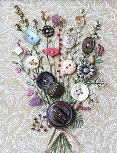 Dried flowers and buttons on fabric to make an arrangement - Nähideen - unique crafts Fabric Art, Fabric Crafts, Sewing Crafts, Paper Crafts, Crafts To Make, Arts And Crafts, Diy Crafts, Ribbon Embroidery, Embroidery Stitches