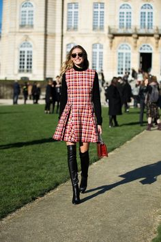 Catch up with Street Style 2016 photos from the spring/summer 2016 couture shows in Paris. See Vogue's verdict of the street style stars to watch at the shows - plus more from couture fashion week.