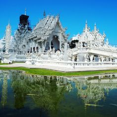 magical temples in thailand