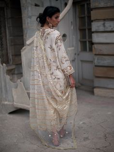 Expensive Women S Fashion Brands Pakistani Fashion Party Wear, Pakistani Wedding Outfits, Bridal Outfits, Pakistani Dresses, Indian Dresses, Indian Outfits, Indian Fashion, Pakistani Kurta, Eid Outfits