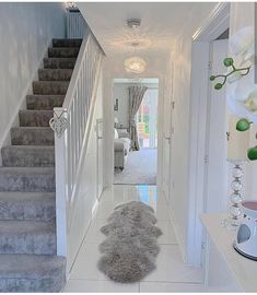 Flüge weiß Flüge weiß decor Related posts:New Trends: Get The Home Decor From This Coachella LooksEdwardian hallway Diy Furniture Videos, Diy Furniture Table, Diy Furniture Plans, Hallway Decorating, Interior Decorating, Decorating Ideas, Home Living Room, Living Room Designs, Flur Design