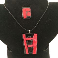 Zwart met rode ring en hanger