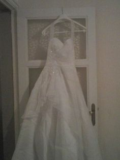 Robe de mariée crème T38 avec borderie sur le bustier et jupon
