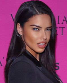 12 Stunning Dark Brown Hair Colors for Every Skin Tone Adriana Lima Hair, Adriana Lima 2014, Adriana Lima Makeup, Victoria Secret Fashion, Victoria Secrets, Woman Face, Pretty Face, Pretty People, Beauty Women
