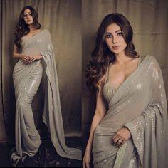 Saree Designs Party Wear, Saree Blouse Designs, Salwar Designs, Designer Sarees Wedding, Saree Wedding, Indian Designer Sarees, Desi Wedding, Wedding Stuff, Saris