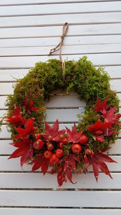 Wreath of moss, leaves and crab apples, a piece of jewelry, as a door wreath or table wreath … – Holidays Fruit Decorations, Outdoor Christmas Decorations, Holiday Decor, Holiday Crafts For Kids, Fall Crafts, Lavender Wreath, Christmas Wonderland, Christmas Makes, Fall Harvest