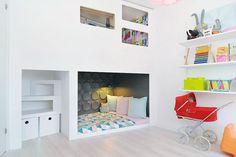 cozy sleeping nook with loft Ideas Habitaciones, Sleeping Nook, Deco Kids, Built In Bed, Built Ins, Little Girl Rooms, Kid Spaces, My New Room, Kids Decor