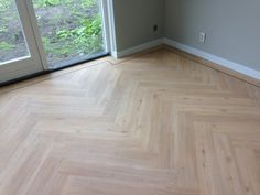 Visgraat PVC vloer Wooden Flooring, Vinyl Flooring, Hardwood Floors, Parquetry Floor, Home Garden Design, Grey Walls, Home And Living, New Homes, Interior Design