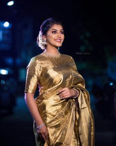 In a gorgeous gold color saree, elbow length sleeve blouse design, necklace and . - In a gorgeous gold color saree, elbow length sleeve blouse design, necklace and jewelry - South Indian Wedding Saree, Indian Bridal Sarees, Bridal Silk Saree, Indian Beauty Saree, Wedding Sarees, Wedding Saree Blouse Designs, Silk Saree Blouse Designs, Golden Blouse Designs, Gold Silk Saree