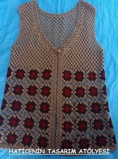 This Pin was discovered by şük Crochet Vest Pattern, Crochet Patterns, Moda Emo, Christmas Sweaters, Crochet Top, Elsa, Diy And Crafts, Knitting, Fashion