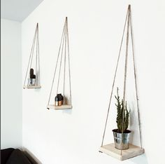 Wooden Wall Shelves, Wooden Walls, Diy Home Decor Projects, Home Decor Furniture, House Plants Decor, Macrame Plant Hangers, Macrame Projects, Hanging Plants, Room Decor