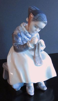 Royal Copenhagen Porcelain Figurine #1314 Amager Girl Knitting