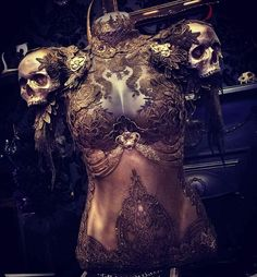 Image about fashion in fantasy by Frida♡ on We Heart It Fantasy Armor, Fantasy Dress, Dark Fashion, Gothic Fashion, Mode Steampunk, Mode Alternative, Fantasy Costumes, Character Outfits, Looks Cool