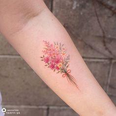 "5,899 Likes, 43 Comments - 타투스튜디오 아로새기다 (@tattooist_silo) on Instagram: ""가족 탄생화와 사랑이란 잎하나🌱 Family birth flower and the leaf '사랑(love)' #탄생화타투 #꽃타투 #부케 #부케타투 #레터링타투 #수채화타투…"""