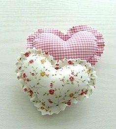 Veja aqui passo a passo como fazer um lindo e fácil coração de tecido