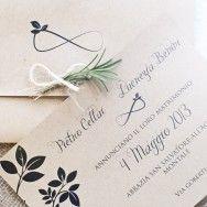 Rustic Invitation    In collaborazione con White Wedding & Events. Juta, spago, carta riciclata e piante aromatiche.  www.nicolenesti.it  pinned with Pinvolve