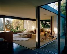 David Netto and Paul Fortune renovate a Neutra house
