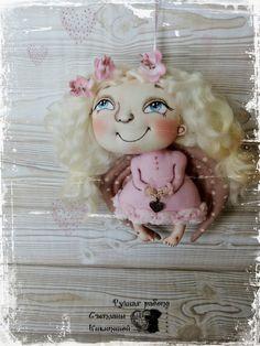 Купить или заказать Ангелок 'Розовые мечты' в интернет-магазине на Ярмарке Мастеров. Ангелок станет вашим хранителем! Отлично подойдет в качестве подарка. Каждый день будет радовать своего обладателя. Выполнен из хлопка. Подвешивается за ленту.