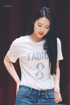 South Korean Girls, Korean Girl Groups, Oh My Girl Jiho, Airport Style, Airport Fashion, Rapper, Girl Photos, Kpop Girls, Asian Beauty