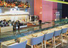 MIRANDA: DIE FRÖHLICHE SCHWESTER AUS MIAMI Für den hauseigenen After-Work-Drink haben die Architekten Gregorio Lubroth und Chieh-Shu Tzou nun zwei Anlaufstellen. Nach If Dogs Run Free eröffneten sie die Miranda Bar.