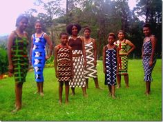 Papua New Guinea (PNG) 'bilum' dresses made by 'bilum' designer Cathy Kata & worn by young women & girls from the Highlands of PNG. #PapuaNewGuinea