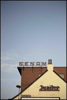 s-ilke:    TYPOGRAFIE IN DE STRAAT    Fotografie  Kijk met grote ogen naar alle soorten typografie in het straatbeeld. Fotografeer deze in een doordachte compositie.