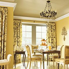 A room with yellow walls create a backdrop for both formal and casual living. Accents of gold or black work well in a yellow room, as do toile and botanical printed fabrics. Elegant Dining Room, Dining Room Design, Yellow Dining Room, Kitchen Yellow, Dining Room Curtains, Design Blog, Design Ideas, French Country Cottage, Cottage Farmhouse