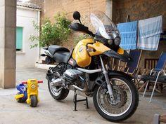 BMW R1150GS Motos Bmw, Bmw Motorcycles, Bmw Adventure Bike, Michael Schumacher, Cool Bikes, Industrial, Racing, Toys, Photos
