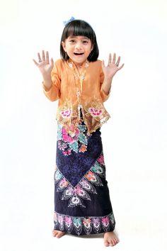 kakak Lace Skirt, Sequin Skirt, Sequins, Skirts, Facebook, Fashion, Moda, Fashion Styles, Skirt