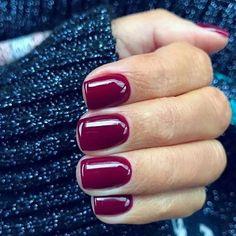 Square nail polish with maroon color for fall Nageldesign Nail Art Nagellack Nail Polish Nailart Nails Dark Red Nails, Burgundy Nails, Short Red Nails, Burgundy Wine, Fun Nails, Pretty Nails, Nice Nails, Violet Nails, Purple Nails