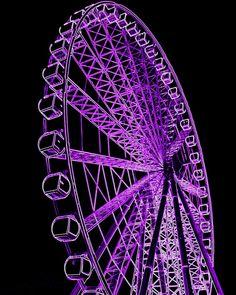 Neon purple ferris wheel lit up at night. The Purple, Neon Purple, Purple Stuff, Purple Walls, All Things Purple, Shades Of Purple, Magenta, Black Neon, Purple Shoes