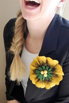 Beautiful Wool Flower Pin - reminds me of a sunflower.