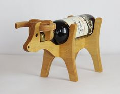 Wood Project Plans For Woodworking – Adams Easy Woodworking Projects 10 novice woodworking projects that require minimal skills and fundamental tools. *** Be sure to check out this helpful article. Wine Bottle Glass Holder, Wood Wine Holder, Wood Wine Racks, Wood Projects That Sell, Diy Wood Projects, Wood Crafts, Project Projects, Wine Stand, Beginner Woodworking Projects