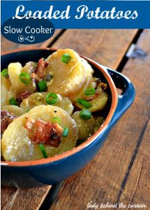 Slow Cooker Loaded Potatoes for a Crowd - This easy side dish recipe for slow cooker potatoes is extra special 'cause it uses plenty of BACON! Be sure to check it out for your next potluck dinner.