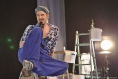 Alligatoah präsentiert ein musikalisch überzeugendes Akustik-Set und zeigt, warum er der Reinhard Mey des Deutsch-Raps ist.