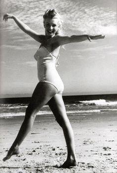 Marilyn Monroe/Norma Jeane by Andre de Dienes, 1949 Pinup Art, Brigitte Bardot, Most Beautiful Women, Beautiful People, Beautiful Images, Fotos Marilyn Monroe, Marlene Dietrich, Greta, Norma Jeane