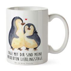 Tasse Pinguin umarmend aus Keramik  Weiß - Das Original von Mr. & Mrs. Panda.  Eine wunderschöne spülmaschinenfeste Keramiktasse (bis zu 2000 Waschgänge!!!) aus dem Hause Mr. & Mrs. Panda, liebevoll verziert mit handentworfenen Sprüchen, Motiven und Zeichnungen. Unsere Tassen sind immer ein besonders liebevolles und einzigartiges Geschenk. Jede Tasse wird von Mrs. Panda entworfen und in liebevoller Arbeit in unserer Manufaktur in Norddeutschland gefertigt.     Über unser Motiv Pinguin…