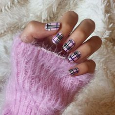 A cute looking purple inspired plaid nail art design. This design uses colors such as periwinkle, purple, black and white to complete the flashy purplish look.