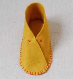 Felt baby shoes handmade  Zapatos de bebé en fieltro hechos a mano