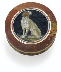 Micromosaic Panel Snuffbox - Rome, c. 1800 - circular, inlaid with a seated hound within interlaced borders, set into the lid of a gold-mounted mottled brown jasper snuffbox, the mounts, Mathias Roger, Paris, 3e titre et garantie, 1819-1838 | sotheby's pf1212lot6m7yzen