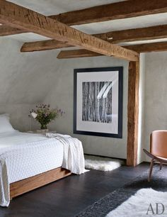 clean rustic contemporary country bedroom with wood beams Architectural Digest, Style At Home, Decoration Bedroom, Rustic Contemporary, Modern Rustic, Contemporary Bedroom, Modern Bedroom, Natural Bedroom, Minimal Bedroom