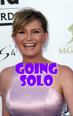 """Sugarland singer Jennifer Nettles is going solo with a brand new album in 2014, and she performed the title track, """"That Girl,"""" for Ellen DeGeneres."""