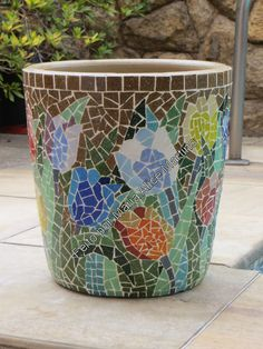 Vaso com tulipas em mosaico
