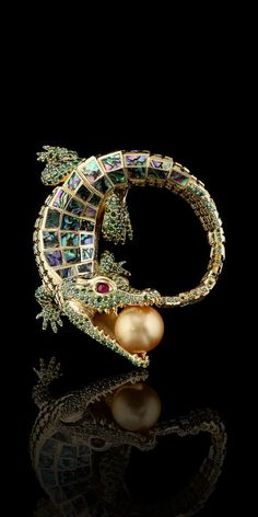 Master Exclusive - 18K yellow gold, gold sea pearls, green diamonds, rubies, mother of pearl.