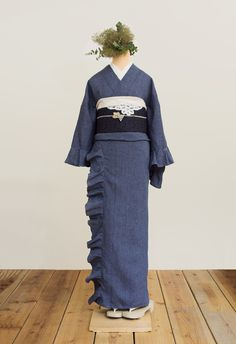 フリル着物(リネン・ペンシルストライプ紺) | 着物、浴衣 さく研究所 Blue Kimono, Summer Kimono, Kimono Top, Kimono Fashion, Fashion Dresses, Traditional Japanese Kimono, Modern Kimono, Kimono Japan, Kimono Design