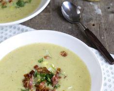 Mosterdsoep met prei en knapperige spek is een lekker en makkelijk te bereiden soep. Heerlijk voor zondagmiddag lekker op de bank met een kommetje soep.