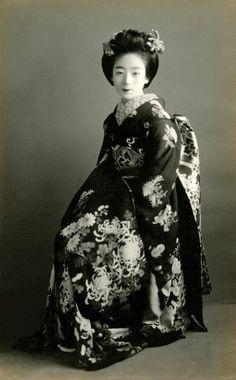 A Maiko in a Ceremonial Kimono 1920s - Blue Ruin 1