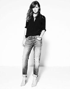 Emma Elwin casual chic style // boyfriend jeans + Prada pointy pumps + black shirt