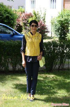 Спросив мужа, как бы он назвал мое куртку, он не задумываясь сказал: Zitrone, что означает лимон, цитрусове, цитрон. Гамбург с его пасмурным летом постоянно провоцирует меня на яркие цвета.